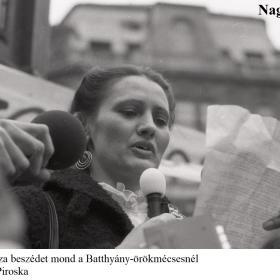 Hodosán Róza beszédet mond a Batthyány-örökmécsesnél