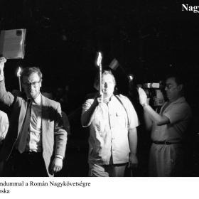 Úton a memorandummal a Román Nagykövetségre