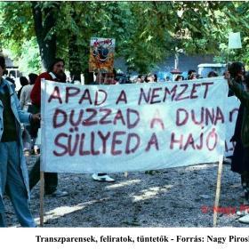 Transzparensek, feliratok, tüntetők I.
