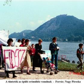 A tüntetők az épülő erőműhöz vonulnak I.