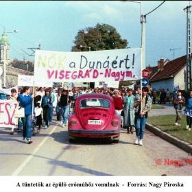 A tüntetők az épülő erőműhöz vonulnak III.
