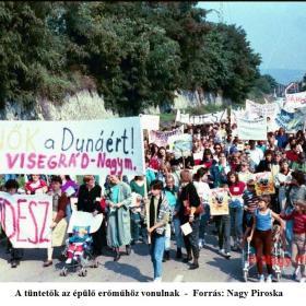 A tüntetők az épülő erőműhöz vonulnak II.
