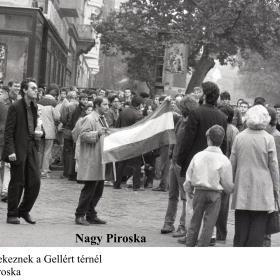 Tüntetők gyülekeznek a Gellért térnél