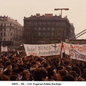 Transzparensek a Petőfi-téren II.