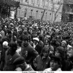 Tüntetők a Battyhány örökmécsesnél