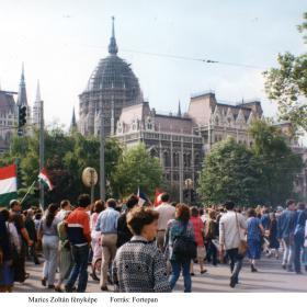 Tüntetők a Kossuth-téren