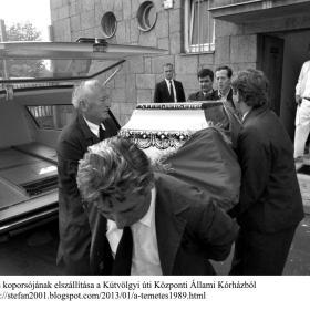 Kádár János koporsójának elszállítása a Kútvölgyi úti Központi Állami Kórházból