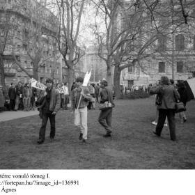 A Kossuth térre vonuló tömeg I.
