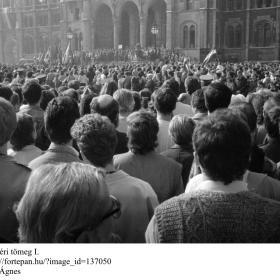 A Kossuth téri tömeg I.