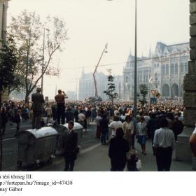 A Kossuth téri tömeg III.