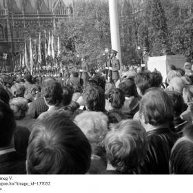 A Kossuth téri tömeg V.