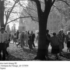 A Kossuth térre vonuló tömeg III.