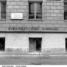 Falfirka, Temesvár, Timotei Cipariu (Batthyány) utca 1., a ház falán Szabolcska Mihály emléktáblája