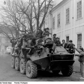 A román hadsereg páncélozott járműve, Temesvár, Piata Libertatii