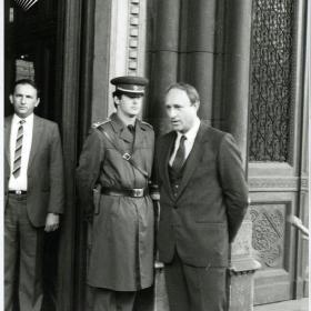 Kiss Elemér államtitkár fogadja az 1989.04.17-i tüntetés résztvevőit