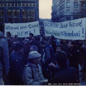 Transzparensek az 1989. március 2-i Vörösmarty téri FIDESZ demonstráción