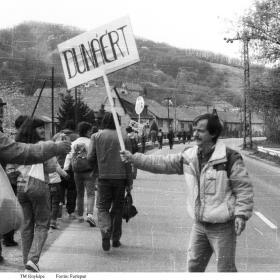 Az 1989. április 3-i megmozdulás tüntetői útban az építkezés felé I.
